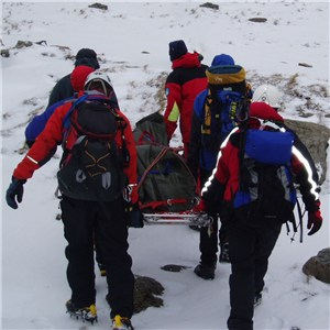 Llanberis Mountain Rescue Strecher冬季进行